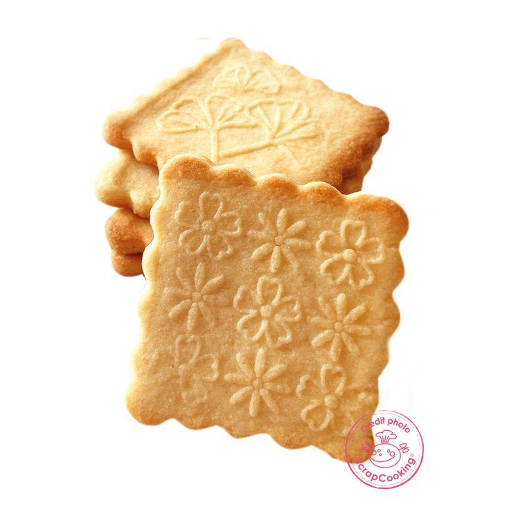 Tampon en bois pour biscuit 5 motifs et emporte pièce motif fleurs - Scrapcooking